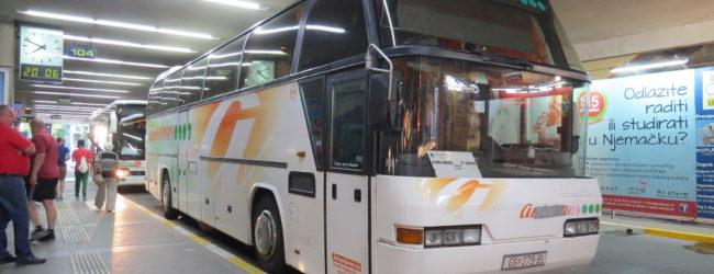Tijekom ljeta pojačane autobusne veze Otočca s većim gradovima i onima na obali