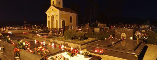 Otočko groblje uoči dana Svih svetih