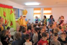 Predstavnici Grada Otočca uručili poklone Svetog Nikole djeci Dječjeg vrtića Ciciban