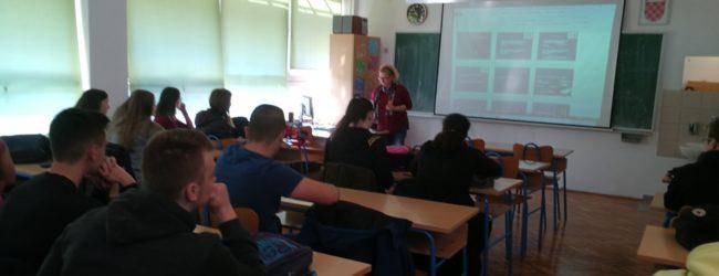 U Srednjoj školi Otočac održano interaktivno predavanje na temu ovisnosti o kockanju