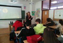 U Srednjoj školi Otočac održano edukativno predavanje o štetnosti uporabe droga