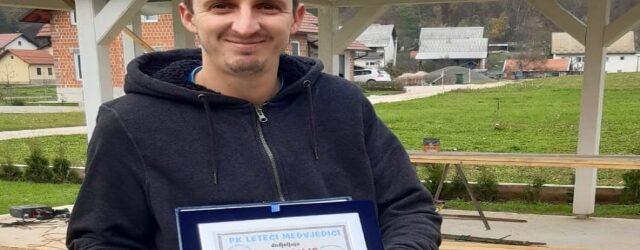 Milanu Dujmoviću priznanje za najboljeg pilota paragliding kluba Leteći medvjedići