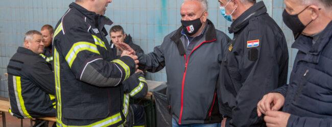 Vatrogasni zapovjednik Ličko-senjske županije Hrvoje Ostović preuzeo zapovijedanje  Vatrogasnim postrojbama u Petrinji