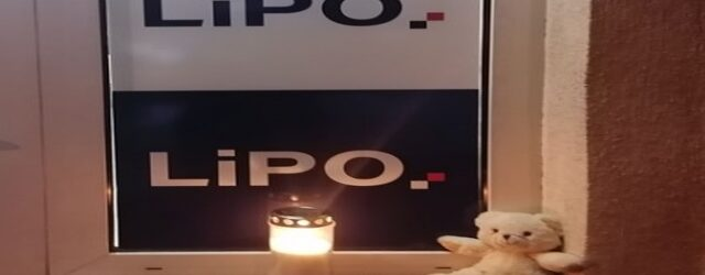 Čelništvo stranke LiPO zapalilo  svijeću za tragično preminulu djevojčicu