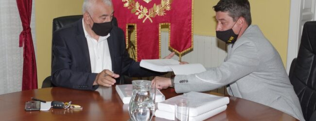 Izvršena primopredaja vlasti u Gradu Otočcu.